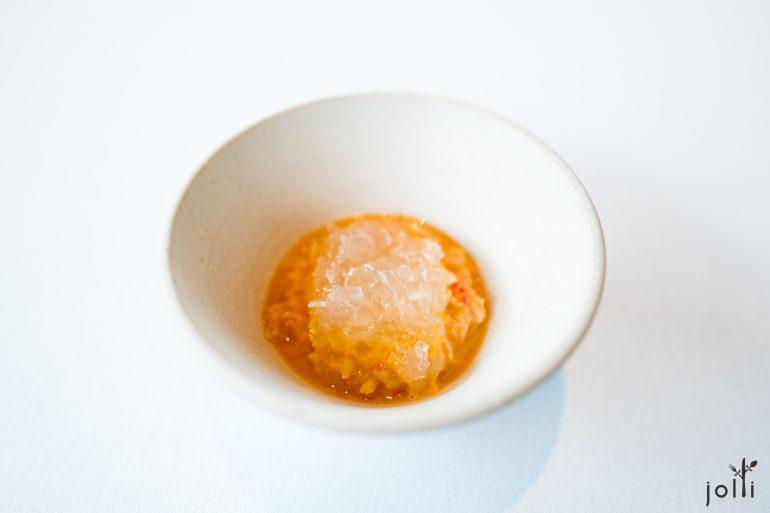 發酵穀物煮海螯蝦爪-醃漬皇冠蒔蘿凝膠-海螯蝦殼膏湯汁