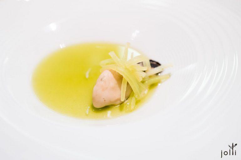 牡蠣佐琉璃苣及香蔥香茅湯