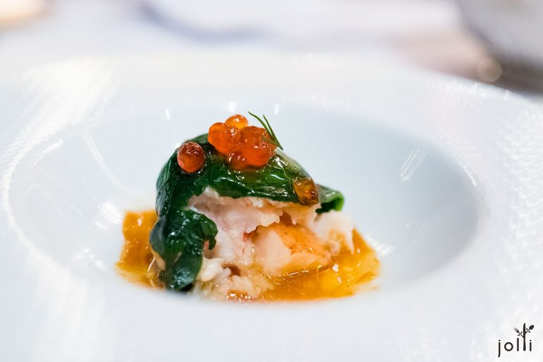 塞满龙虾配以三文鱼及美式龙虾酱