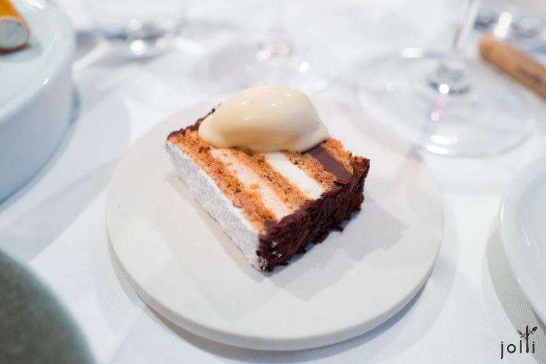 马郁兰蛋糕搭百利甜酒冰淇淋