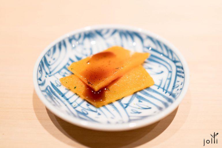 乌鱼子配柚子皮及酱油