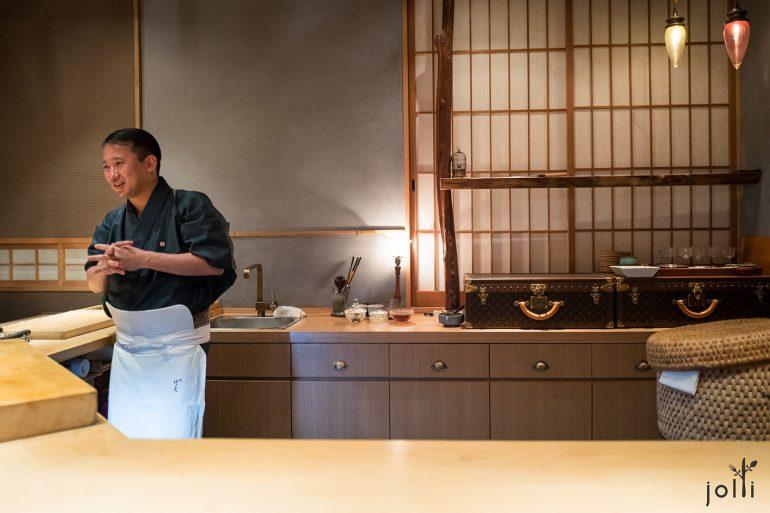 店主行天 健二及他的Louis Vuitton古董箱子