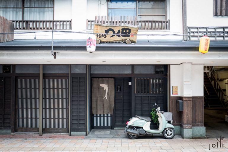 寿司店门口