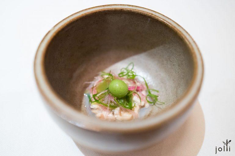 牡蛎鞑靼配小茴香及辣根沙司