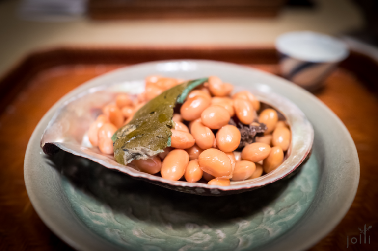 黑鲍鱼及鲍肝配大豆