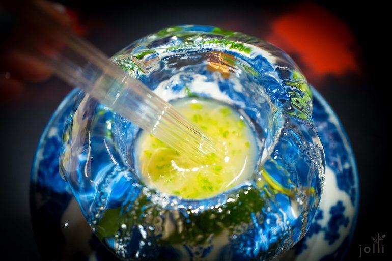 最后用吸管喝冰碗里的汁