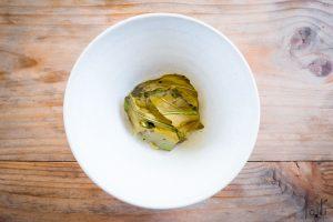 丹麦牡蛎配酸菜、榛子及酢浆草