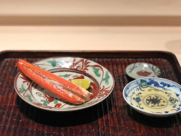 炭烤蟹腳配海藻鹽或出汁酢橘