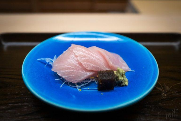 昆布醃漬港鰤魚配醬油和昆布果凍