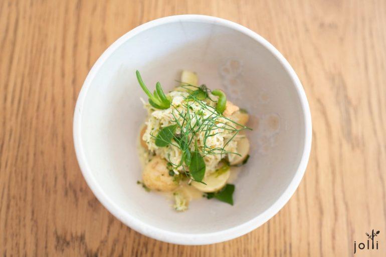 康沃尔蟹配土豆、渍黄瓜及海藻黄油