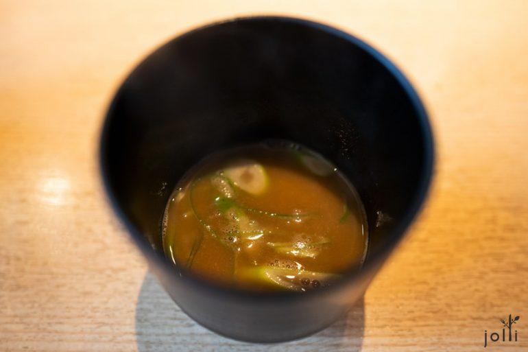 用魚骨跟魚血熬了12小時的湯汁