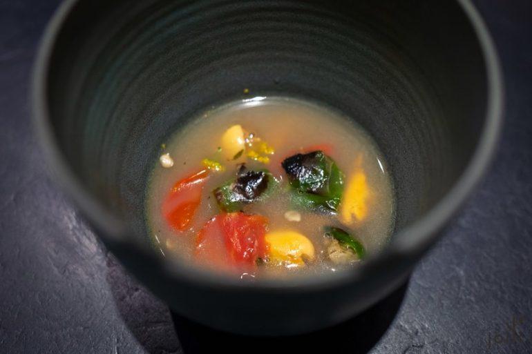 青口跟小番茄配青口褐黄油汤汁