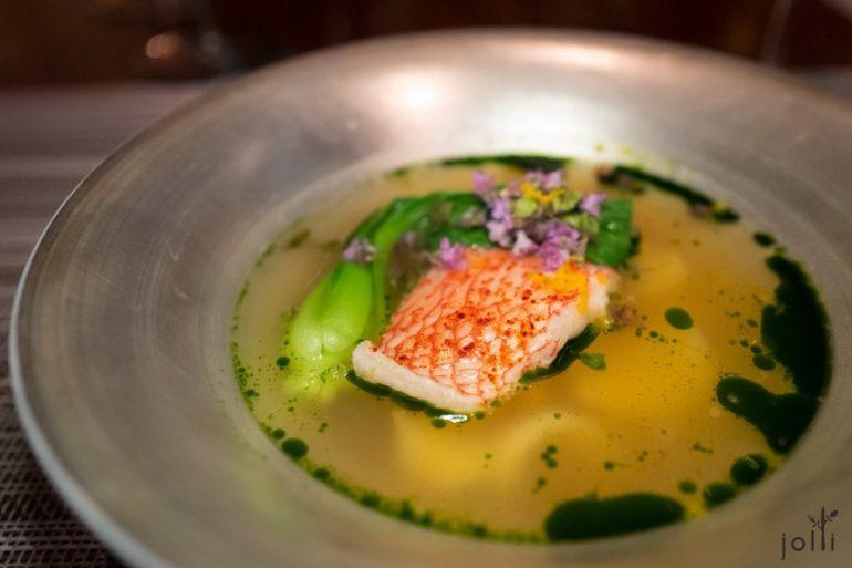 活缔喜知次鱼配番茄、鱼头骨及「Bon Dabon」火腿汤汁