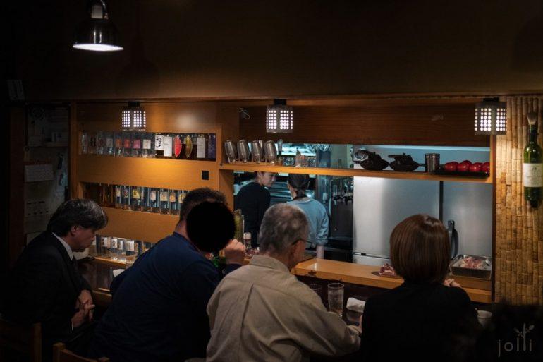 东京鳗鱼名店「かぶと」的前店主岩井和雄 (中间灰发)