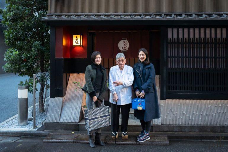 跟「京味」主人西健一郎(中)及「été」主廚莊司夏子合影(左)
