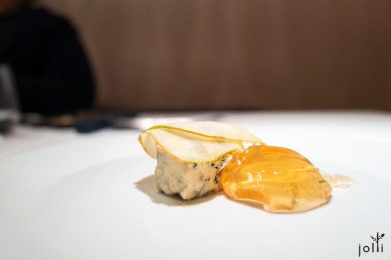 蓝纹奶酪配洋梨、长相思葡萄酒果冻及李子果酱