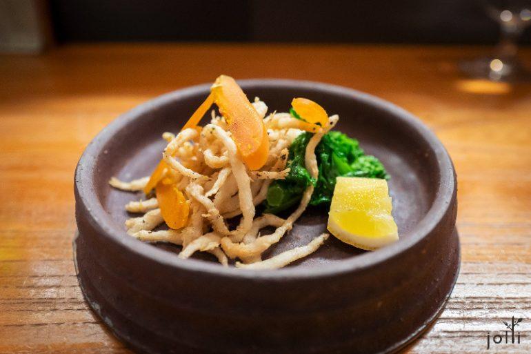 炸银鱼配油菜花及乌鱼子