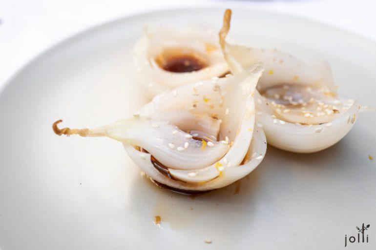 珍珠洋葱配姜、青柠、酱油及麻油