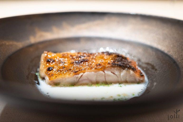 炭烤金目鯛配文蛤醬汁