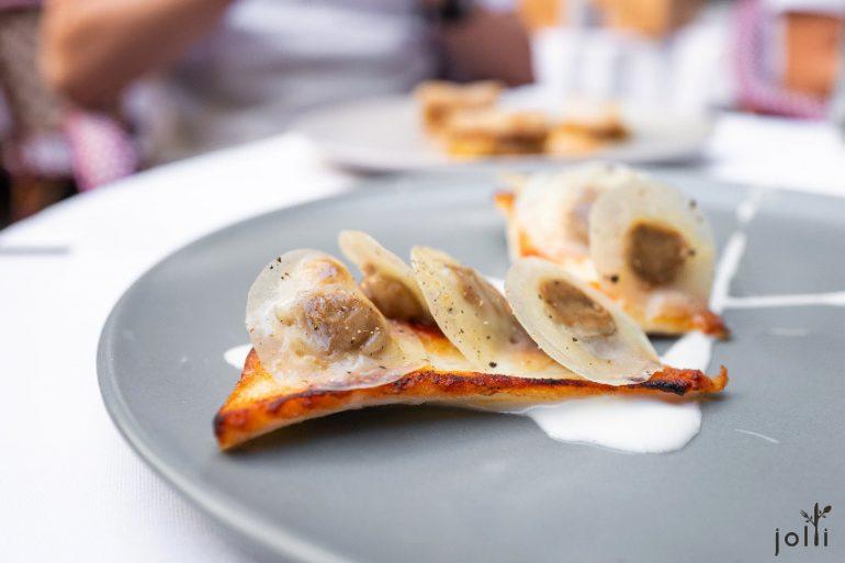 多寶魚配小茴香小餛飩和格呂耶爾奶酪