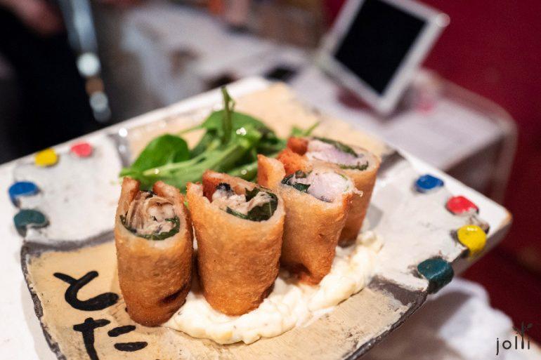 牡蛎和鲭鱼三明治配沙拉酱