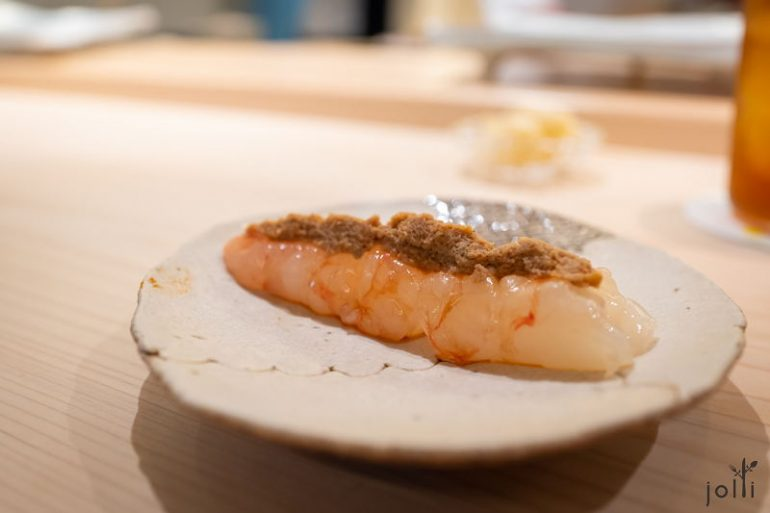 牡丹虾配头跟虾膏磨成的浓酱