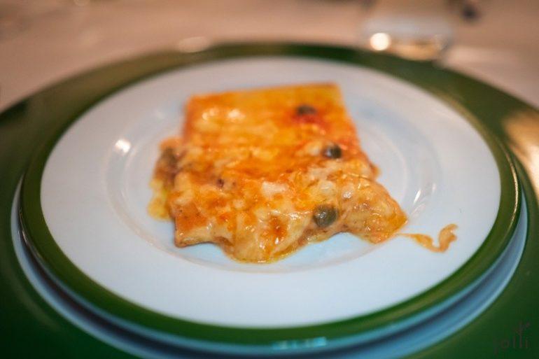 水瓜柳、番茄醬汁和奶酪披薩