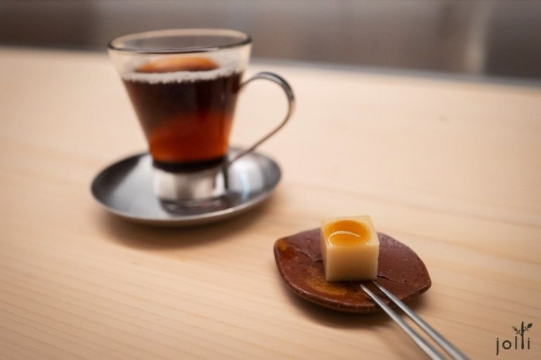 百合根葛饼配黑玄米茶