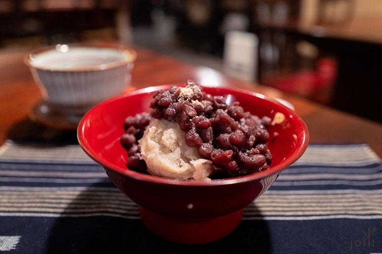 蕎麥糕配紅豆及紫蘇子