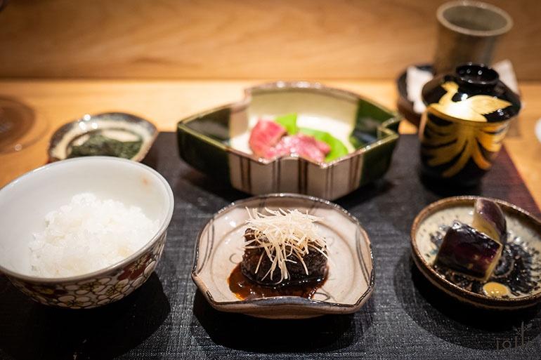 和牛大和煮、燒菲力心、香物、海苔、「雪椿」越光米飯及味噌湯