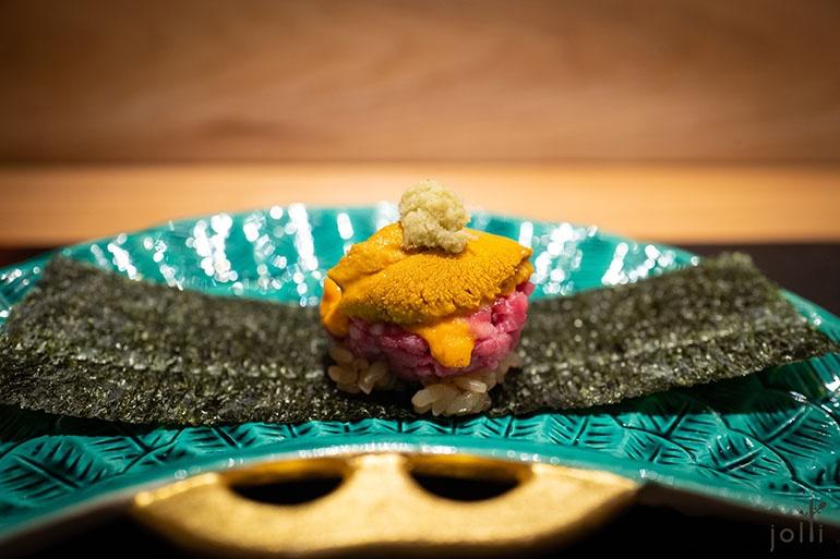 生牛肉、紫海胆及马粪海胆寿司