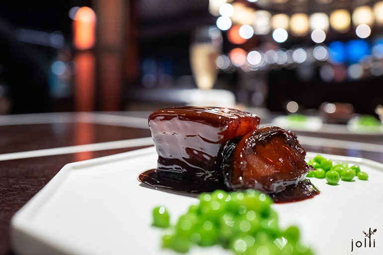 鮑魚紅燒肉配橄油豌豆