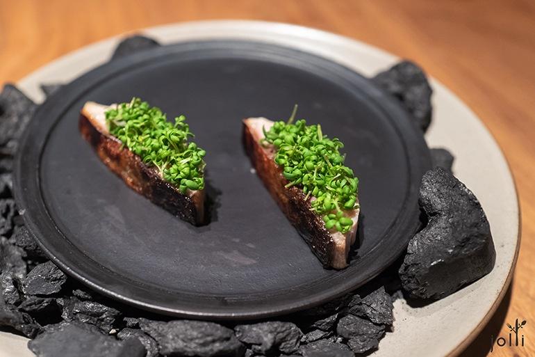 烤鲭鱼配豆瓣菜芽