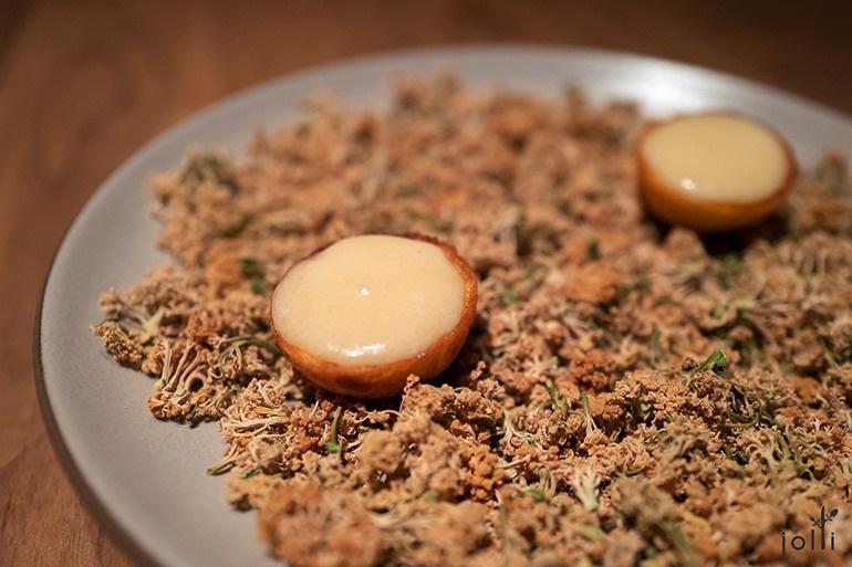 蒙特利尔奶酪及花椰菜奶油的小饼