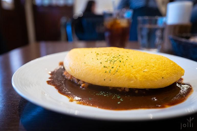 蒲公英式蛋包飯配多蜜醬汁