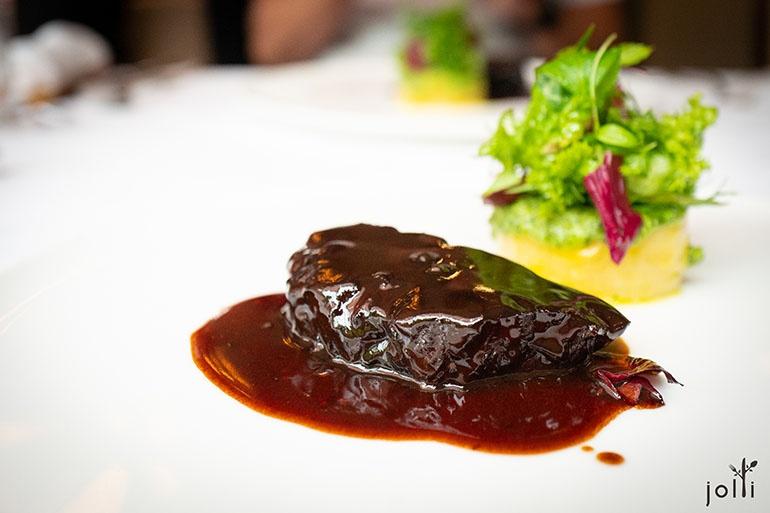 蓼味噌炖黑毛和牛颊肉配雪室熟成土豆
