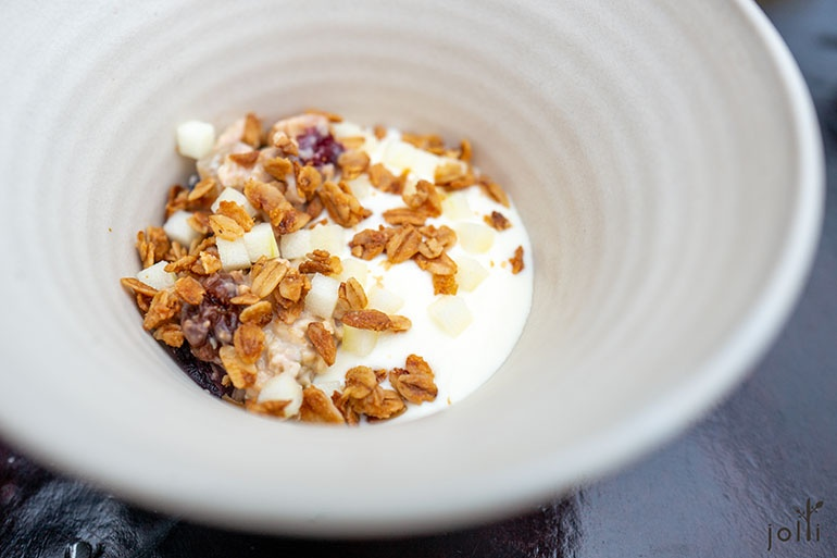 自家製木斯里配酸奶和格蘭諾拉麥片
