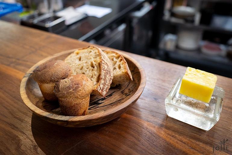酸种面包及黑糖浆面包
