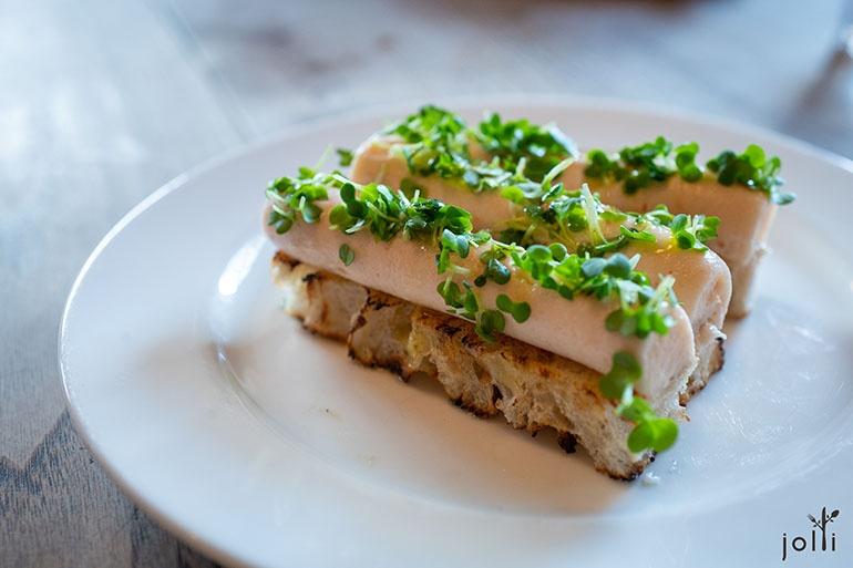 烟熏鳕鱼子配烤面包