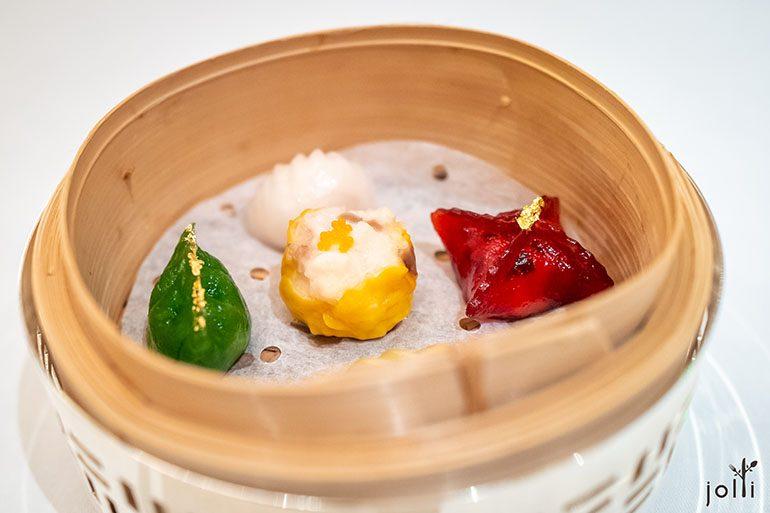 虾饺、烧卖、翡翠杏鲍菇饺、红菜头水晶饺及咖喱鸡水晶饺