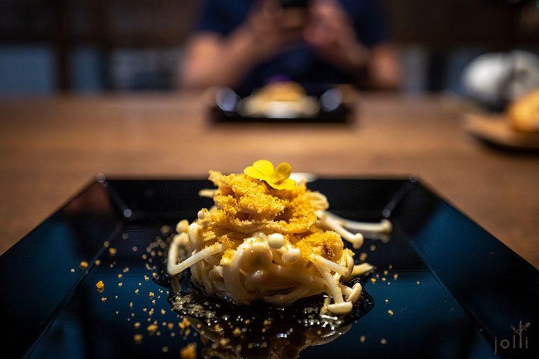 金針菇配乾製金針菇和自家製烏魚子