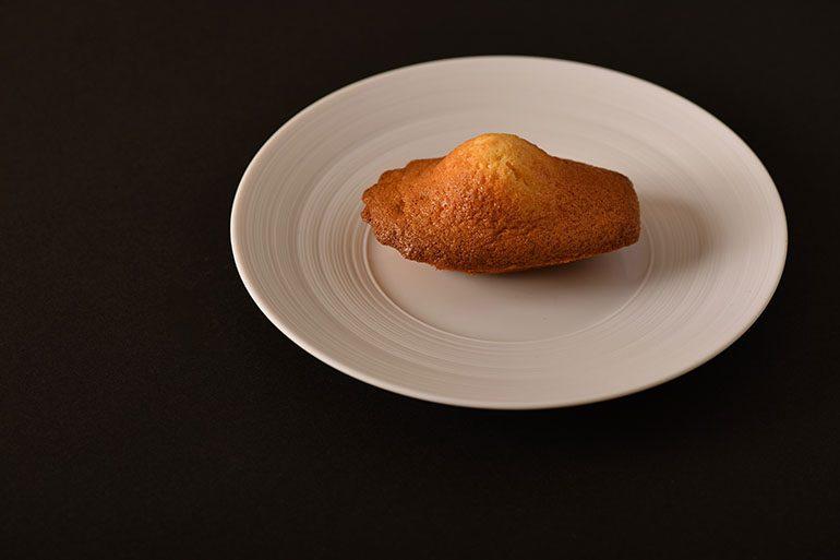 「Sugalabo」的馬德連蛋糕 (攝影師:Yohei Murakami)
