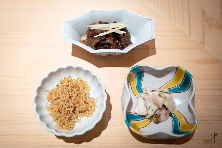 牛肉時雨煮、小白魚乾山椒及漬蕪菁