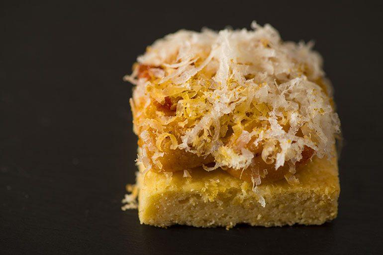 「été」的海胆和莫雷特奶酪挞饼 (摄影师:Yohei Murakami)