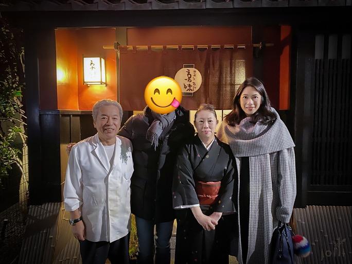 亭主西健一郎的女儿西麻里子女儿(左二)及其大厨(左一)
