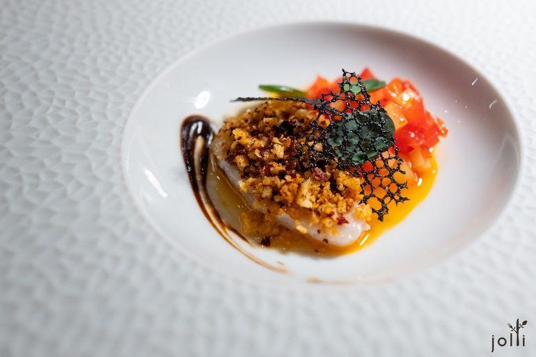 鱈魚配發酵湖南青椒和意大利乾紅辣椒