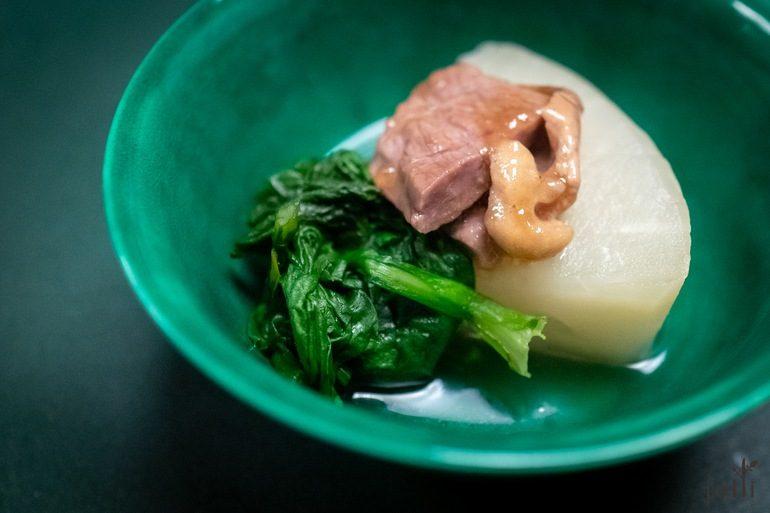 鸭肉配大根及菊菜