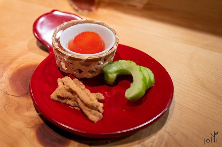 出汁渍蛋黄、鲔鱼节柚子酢渍大根皮和白瓜