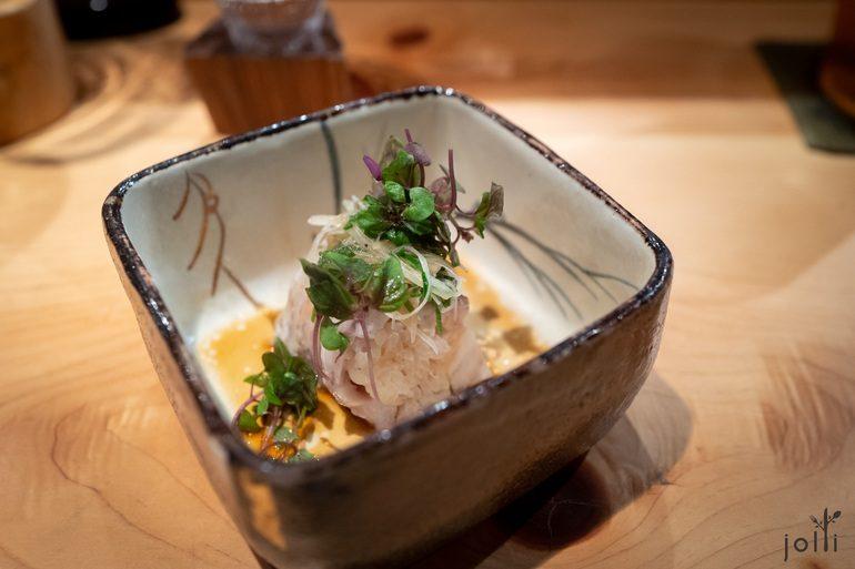 蒸喉黑寿司配鱼酱油