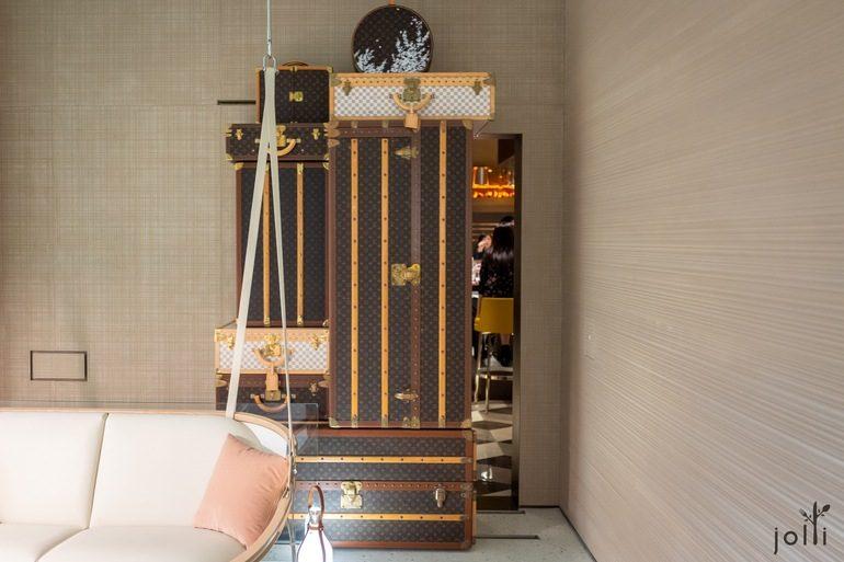 以LV经典硬质行李箱堆砌的烫门